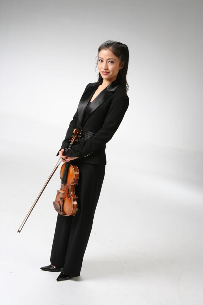 Ikuko Koizumi with violin