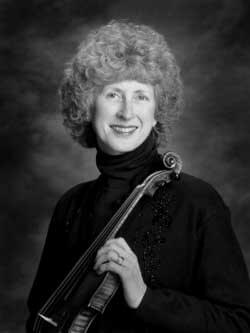 Black and white photo of Marianne with violin
