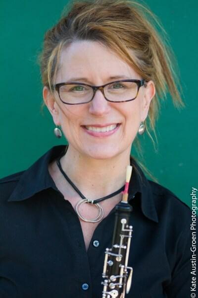 Headshot Elizabeth Telling with oboe