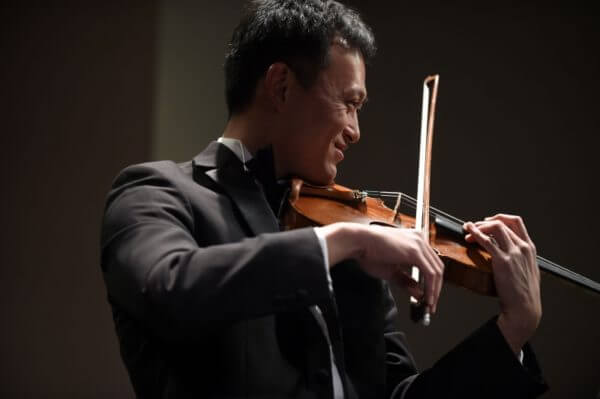 Gordon Tsai praying violin