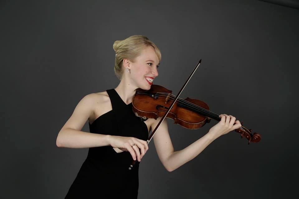 Robyn Bollinger playing violin